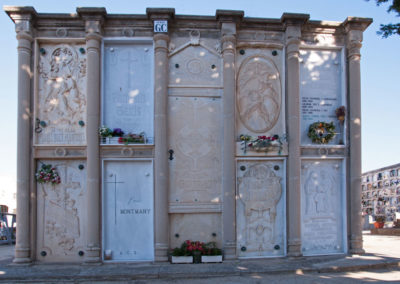 Làpides del cementiri