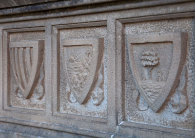 Detall tallat a la pedra