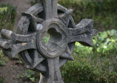 Detall d'una creu de pedra