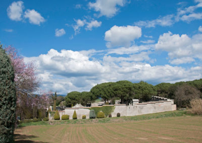 Cementiri des de l'exterior