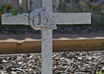 Detall de creu del cementiri