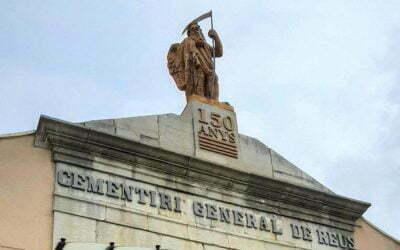 El Cementiri General de Reus celebra els 150 anys amb una placa a la façana